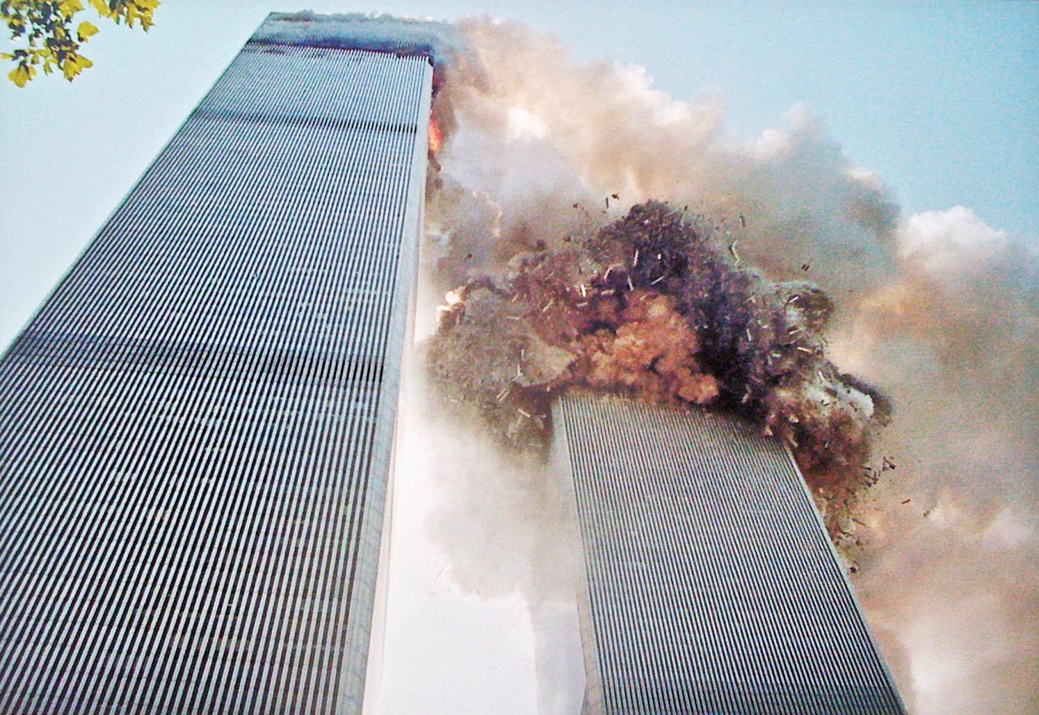 16 Most Powerful Photos of the 9/11 Attacks   True Crime ...