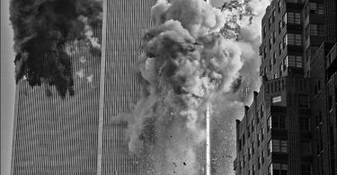most-poweful-photos-of-the-911-attacks-11-375x195 16 Most Powerful Photos of the 9/11 Attacks
