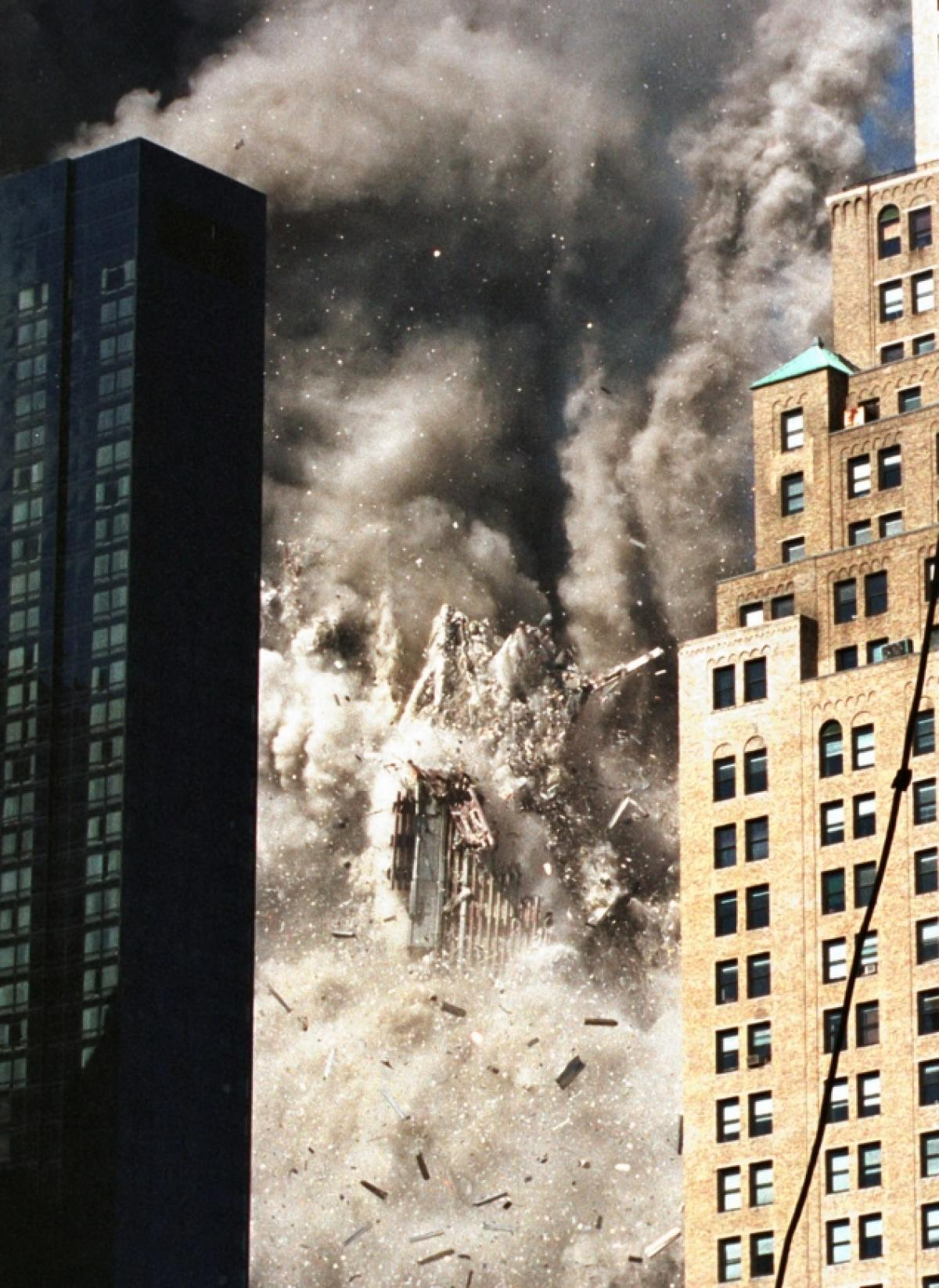 16 most powerful photos of the 911 attacks true crime