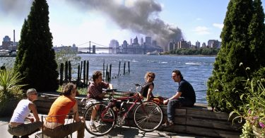 most-poweful-photos-of-the-911-attacks-7-375x195 16 Most Powerful Photos of the 9/11 Attacks