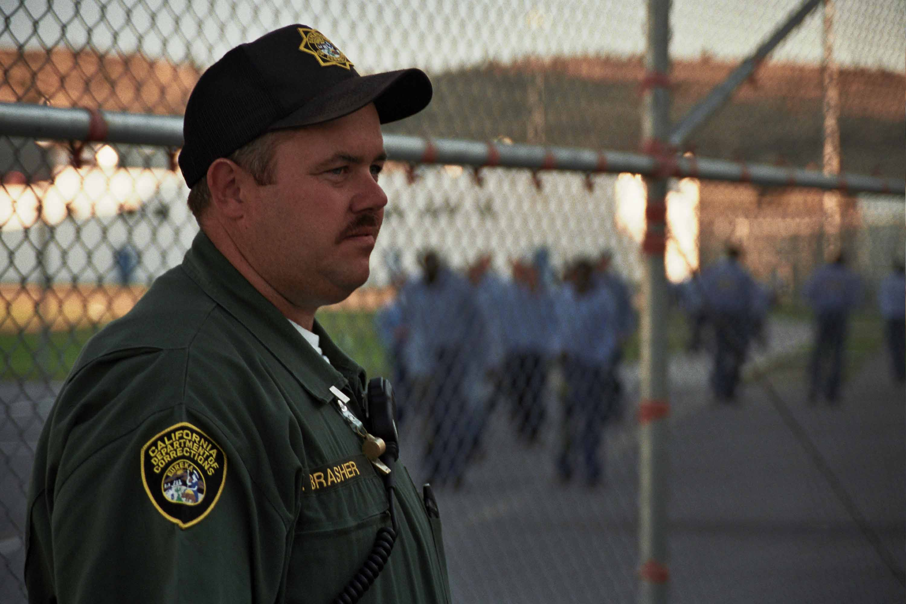 prison-guard An Ex-Con Reveals the Eight Most Important Rules For Surviving in Prison