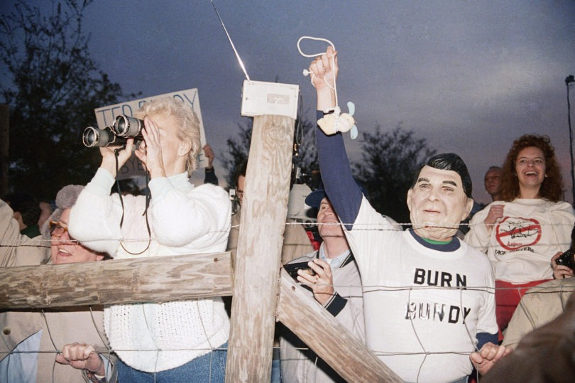 ted-bundys-execution-photos-6-2-810x539 NSFW: A Look Back At Ted Bundy's Execution