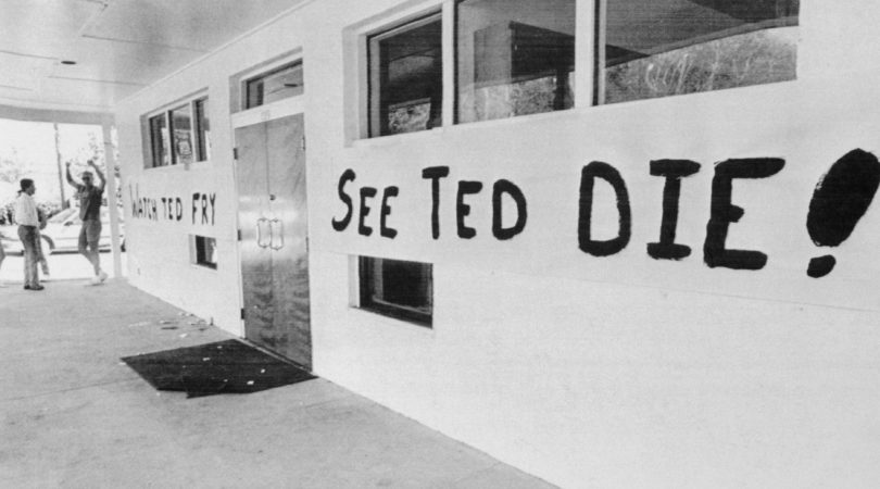 ted-bundys-execution-photos-8-810x450 NSFW: A Look Back At Ted Bundy's Execution