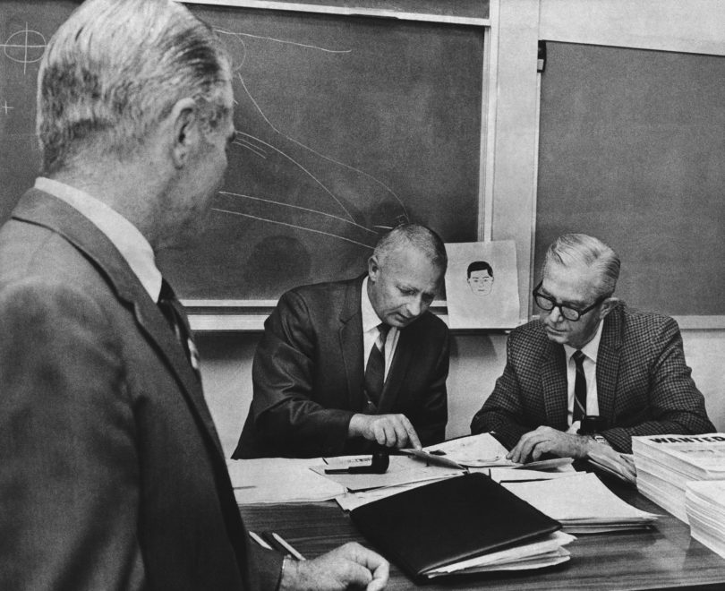 zodiac-killer-investigators-meeting-810x660 Following the Blood-Soaked Footsteps of the Zodiac Killer