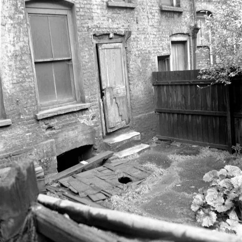 annie-chapman-murder-scene-5-810x812 Following the Blood-Soaked Footsteps of Jack the Ripper