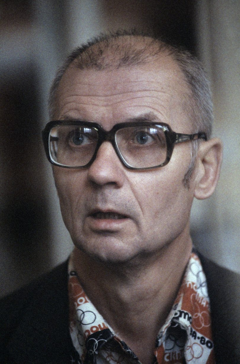 andrei-chikatilo-trial-1-810x1224 10 Never-Before-Seen Photos of Andrei Chikatilo's Trial
