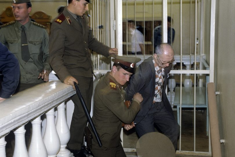 andrei-chikatilo-trial-10-810x542 10 Never-Before-Seen Photos of Andrei Chikatilo's Trial