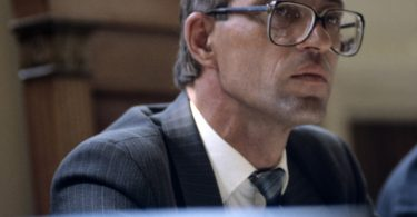 andrei-chikatilo-trial-5-375x195 10 Never-Before-Seen Photos of Andrei Chikatilo's Trial