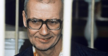 andrei-chikatilo-trial-8-375x195 10 Never-Before-Seen Photos of Andrei Chikatilo's Trial