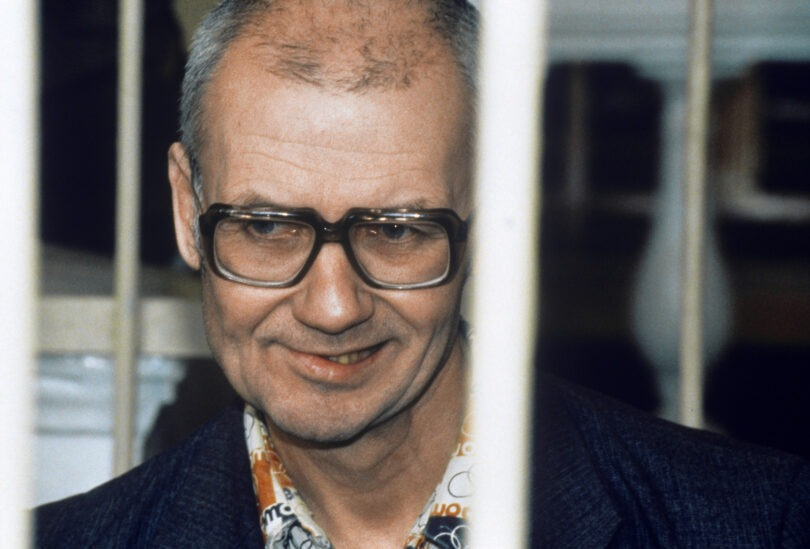 andrei-chikatilo-trial-8-810x549 10 Never-Before-Seen Photos of Andrei Chikatilo's Trial